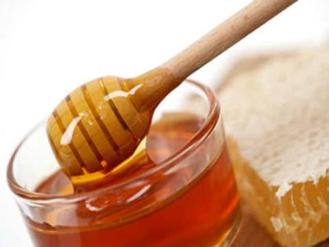 """""""Bật mí"""" cách trị mụn trứng cá hiệu quả bằng mật ong1"""