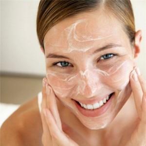 Bật mí cách làm giảm mụn đầu đen với 6 bước massage da mặt