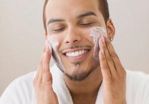 Bày cách sử dụng sữa rửa mặt trị mụn cho nam hiệu quả