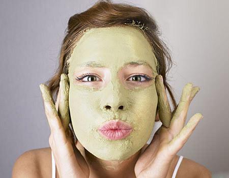 Sai lầm tai hại khi dùng mặt nạ trắng da trị mụn1