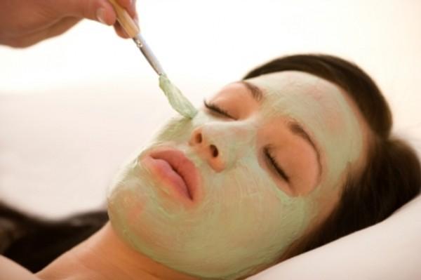 Mách bạn cách chế mặt nạ trắng da trị mụn an toàn tự tự nhiên6