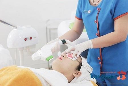 trị mụn bằng oxy-led có an toàn không 2