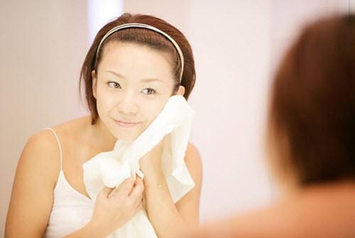 Bật mí cách làm giảm mụn đầu đen với 6 bước massage da mặt 5