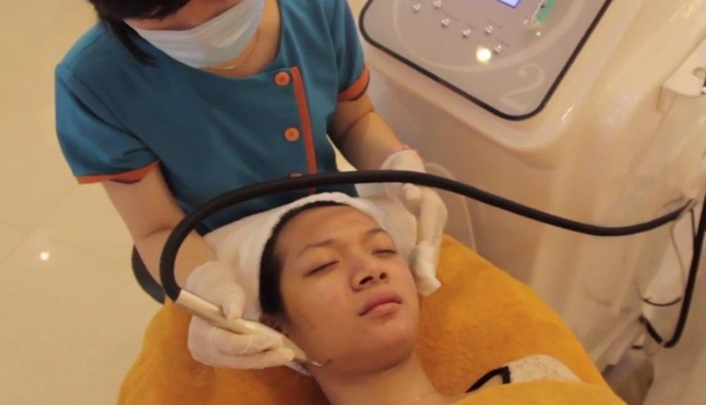 """""""Quét sạch"""" mụn đầu đen ở trên mũi với Oxy - Led tại Thẩm mỹ viện Kangnam5"""