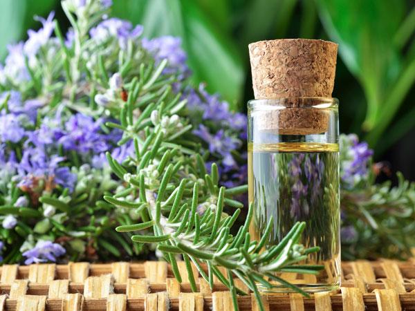 Ngăn ngừa và kiểm soát tình trạng mụn với 3 loại tinh dầu tự nhiên 3