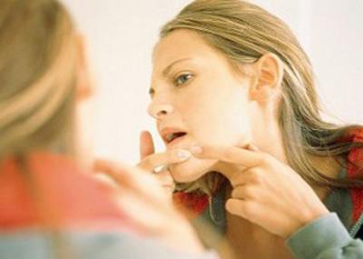 Sử dụng kem trộn – 1 trong 4 sai lầm trong cách trị mụn 2