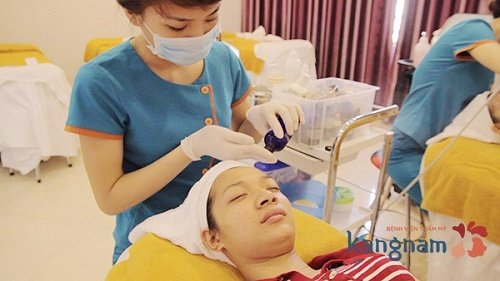 điều trị mụn bằng oxy-led