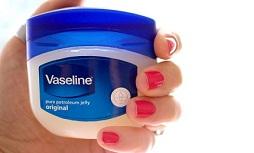 Vaseline trị mụn có tốt không? Giá bao nhiêu?