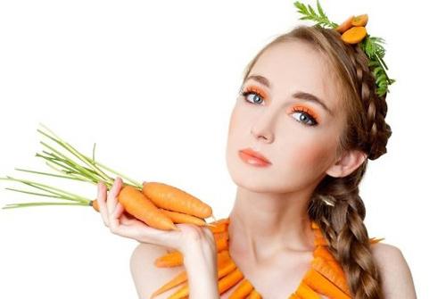 đắp mặt nạ cà rốt