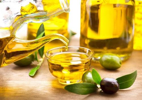 đắp mặt nạ dầu oliu hàng ngày